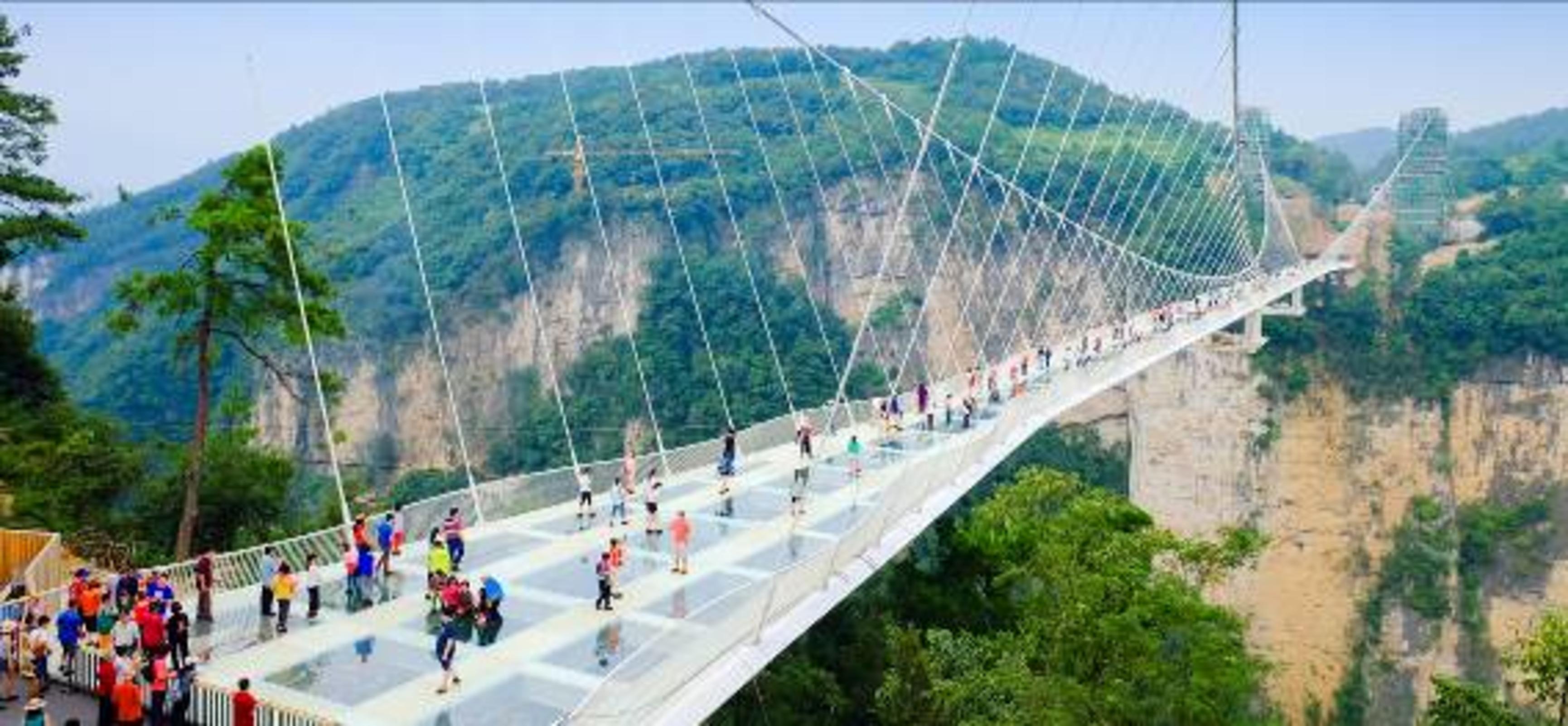 ทัวร์จีน : จางเจียเจี้ย ขนมจีบทะเล ประตูสวรรค์ สะพานแก้วยาวที่สุดในโลก 4 วัน 3 คืน